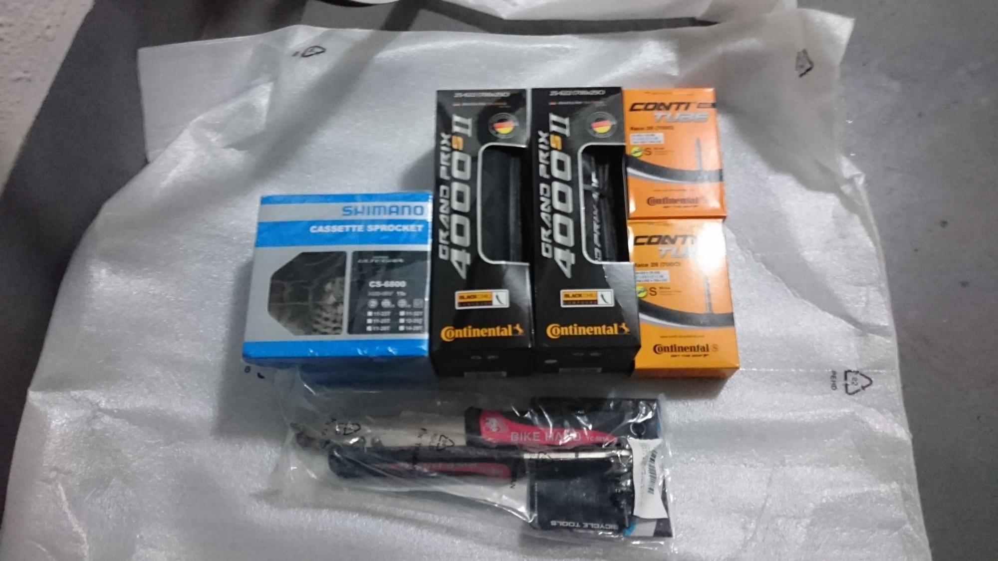 Amazonで購入しておいたタイヤとチューブと専用工具